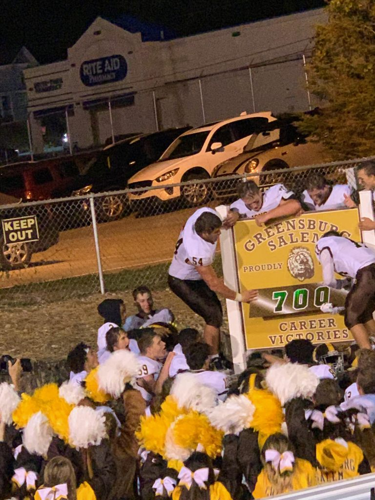 700 sign pic